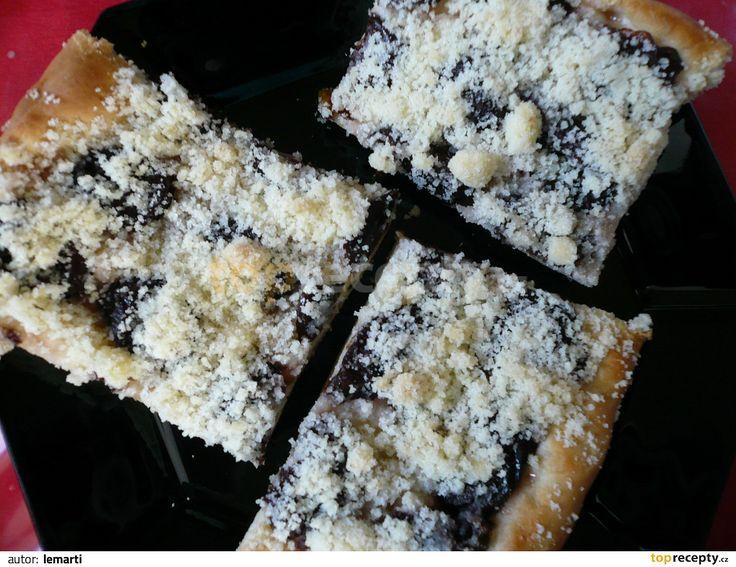 Zaděláme těsto klasickým způsobem nebo v domácí pekárně a po vykynutí děláme buchty, koláče, záviny... Z tohoto množství jsem udělala 36 koláčků....