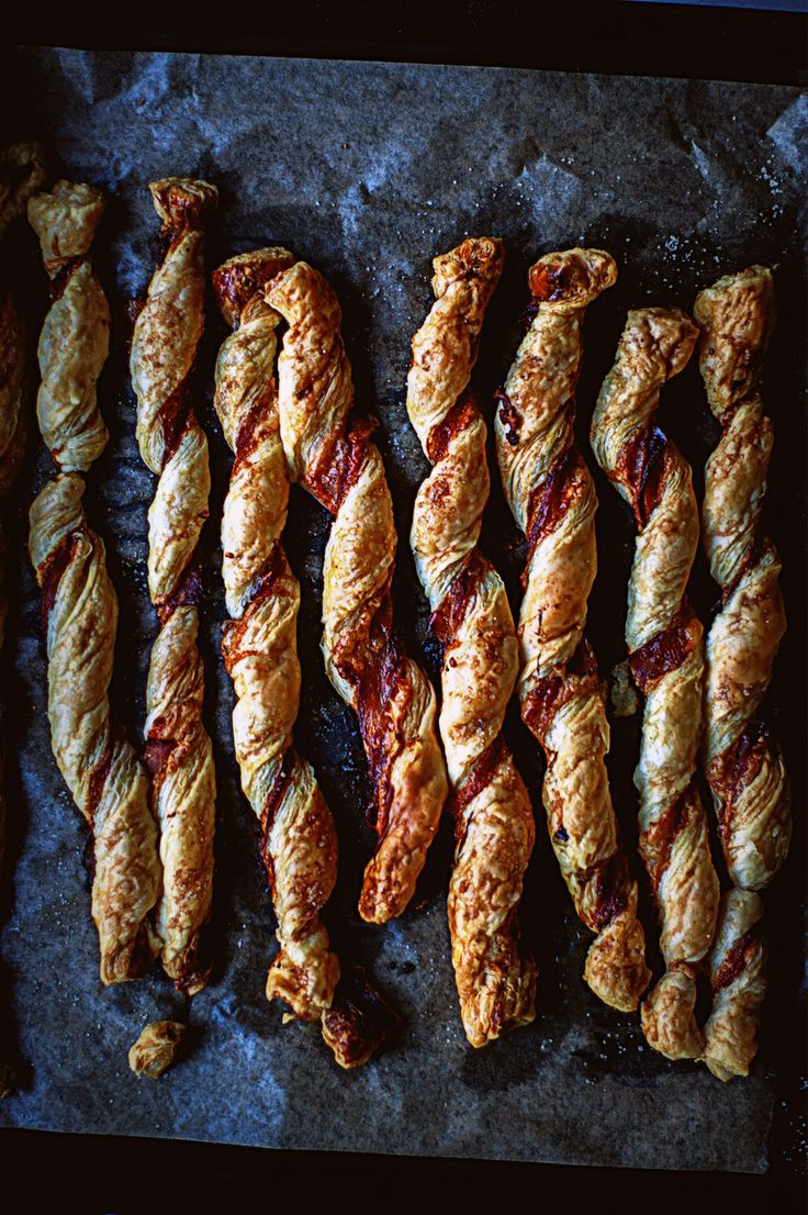 cheddar and bacon puff pastry twists / quick & simple