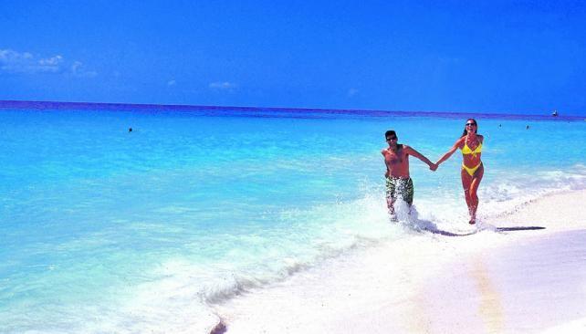 В доиспанские времена территория будущего Плая-дель-Кармен называлась Шаман-Ха. Это был перевалочный пункт на пути к священному для индейцев майя острову Косумель. До 80-х годов XX века Пайя-дель-Кармен была небольшой рыбацкой деревушкой. Однако, благодаря своим прекрасным пляжам в последние десятилетия превратилась в город и популярный туристический центр.