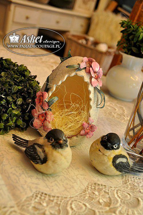 Ceramiczne jajo z dziurą - dekoracja Asket