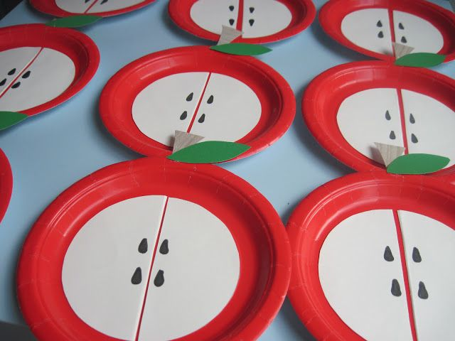 paper plate apple craft-put different numbers of seeds on each side of the plate and turn this craft project into a math lesson