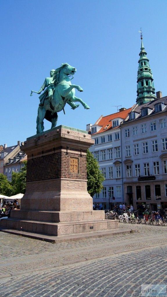 Statue von Erzbischof Absalon - Gründer von Kopenhagen - Check more at https://www.miles-around.de/europa/daenemark/staedtetrip-unsere-besten-tipps-fuer-kopenhagen/,  #Amalienborg #Ausflugstipps #Christiansborg #Dänemark #Erfahrungen #FrelsersKirke #Hotel #Kastellet #Kopenhagen #Meerjungfrau #Nyhavn #Reisetipp #Reisetipps #Sehenswürdigkeiten #Städtetrip #Tipps #Transport #Unterkunft #Whattodo?