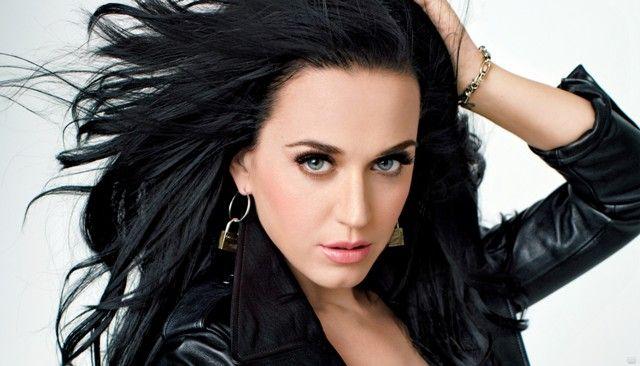 """Dianggap """"Menjiplak"""" Katy Perry Digugat Perusahaan Kosmetik : Ada yang janggal dari Katy Perry ketika beberapa bulan lalu meluncurkan label make up miliknya bernama CoverGirl Kitkat namun koleksi yang dirilis pada bulan April"""