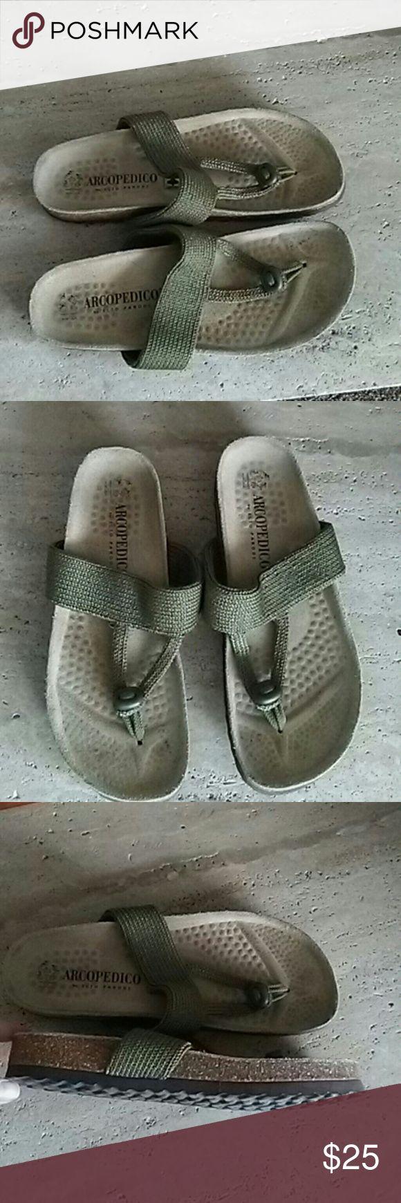 Arcopedico sandals Like new really adorable arcopedico  Shoes Sandals