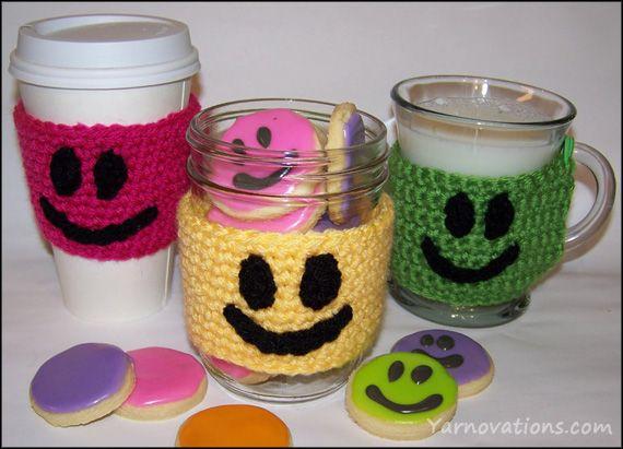 crochet smiley face cozy pattern (& smiley face sugar cookie recipe too!)