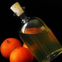 La ricetta del Cointreau fatto in casa completa di ingredienti, dosi e procedimento. Create il vostro liquore nel modo migliore, con il sapore originale e inconfondibile