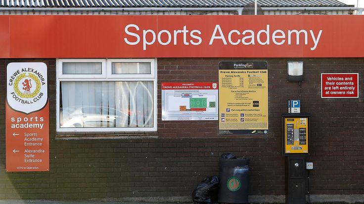 Missbrauch im englischen Fußball: Staatsanwaltschaft klagt Ex-Jugendtrainer an