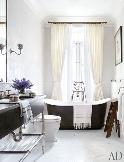 Love the black tub in front of the window.