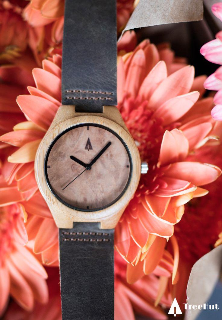 WOODEN WATCH // WALNUT BURL PLAIN SMALL #Walnut #flowers #woodwatch #watch #treehut