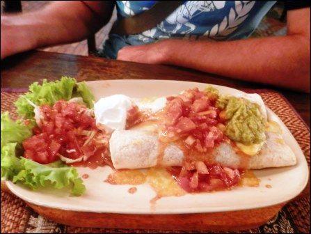 10 лучших ресторанов на Самуи. 3.Мексиканский ресторан «Gringos» на Чавенге Ресторан на открытом воздухе с очень веселыми официантками. Они и пошутят, и споют и в сомбреро Вас сфотографируют. Вкусный фахитас и буритто. Как добраться: на односторонней улице Чавенга свернуть направо напротив ARKbar Координаты: 9.532395,100.064322 Средний чек: 600 бат