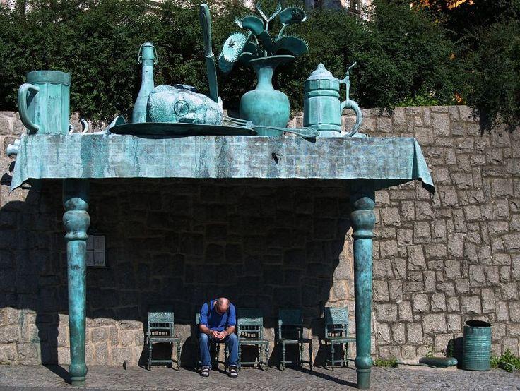 Czechy- Liberec. rzeźba autorstwa Davida Eernego
