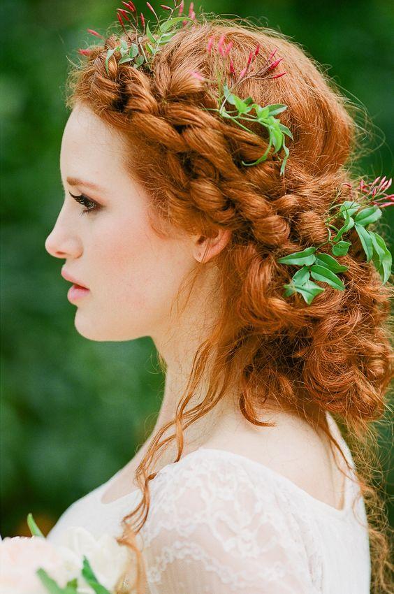Seja ruiva natural ou não, hoje o post é dedicado a vocês! Se inspire com os penteados e maquiagens dessas 18 noivas ruivas lindas!