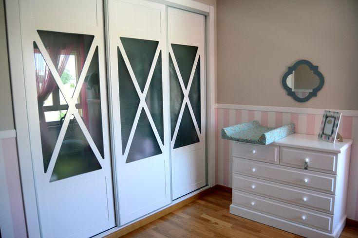 Armario y Comoda para el dormitorio romántico propuesto para la habitación infantil de diseño atractivo y con gran versatibilidad de utilización. Consúltanos