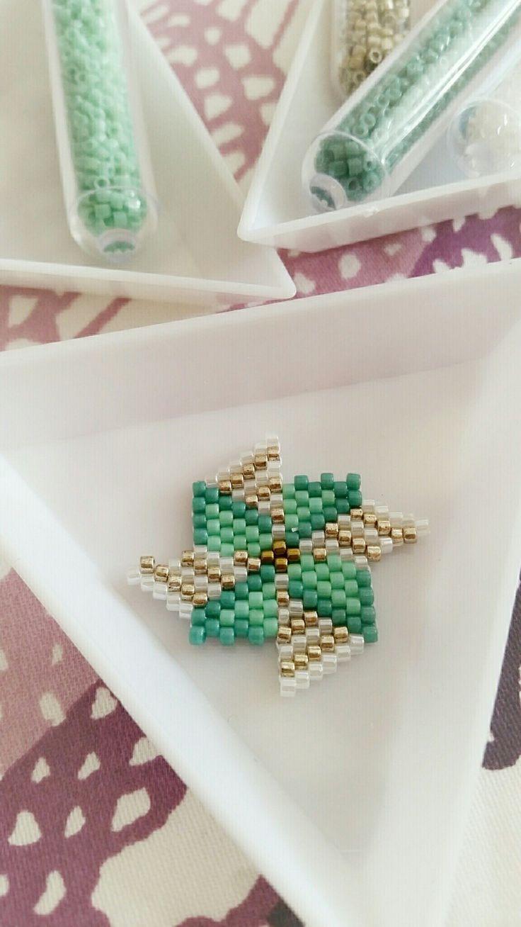 Broche Moulin à vent miyuki brick stitch