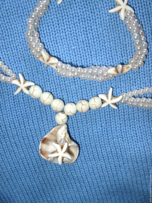 Белоснежное Колье `В пене морской` украшает морская раковина из Израиля