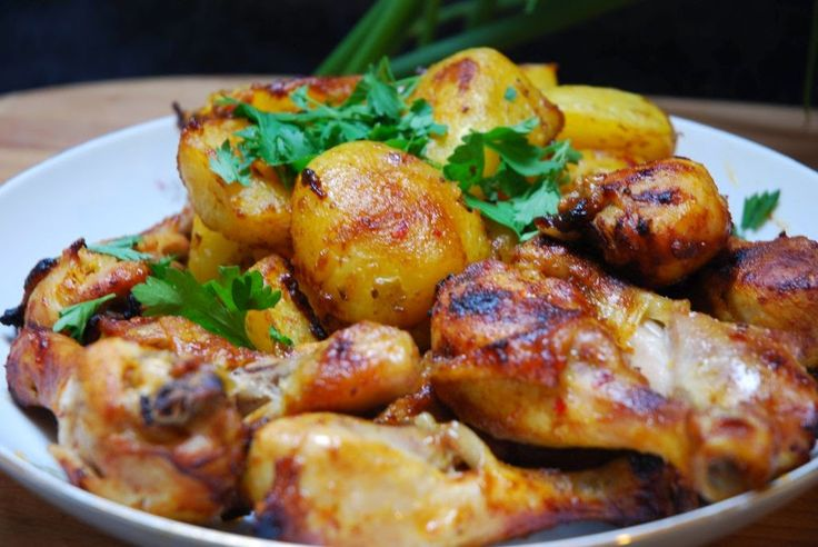 Garnek rzymski - Łatwe przepisy : Danie jednogarnkowe - udka kurczaka i młode ziemniaki