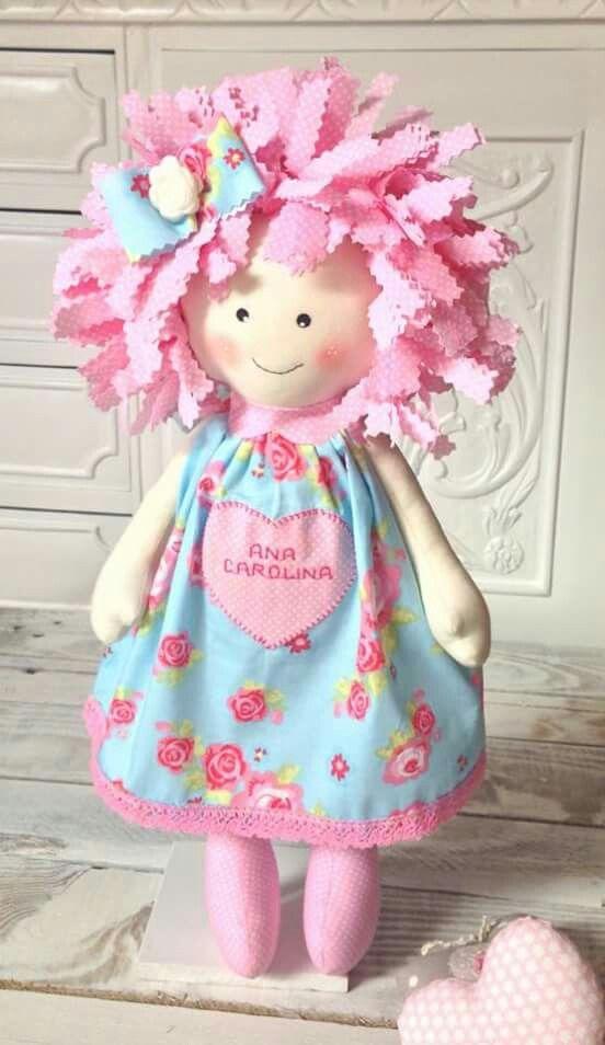 Boneca rosa cabelo de pano