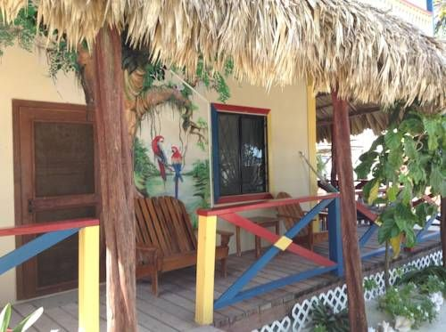 De Real Macaw Caye Caulker De Real Macaw is a property located in Caye Caulker. It faces the beach and all its accommodations feature a private porch with hammocks. Free Wi-Fi access is available.