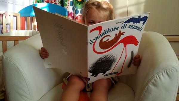 I libri attivi richiedono un adulto mediatore brillante, che sproni al dialogo, alla comunicazione, all'azione, in un continuo scambio vivace e giocoso