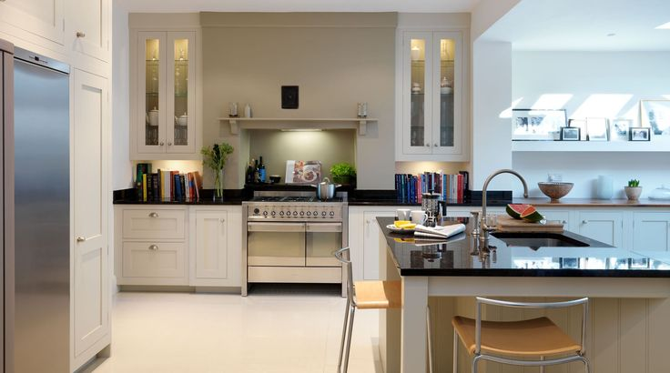 Smeg Opera range cooker in stainless steel. Nice layout of units around an integrated chimney
