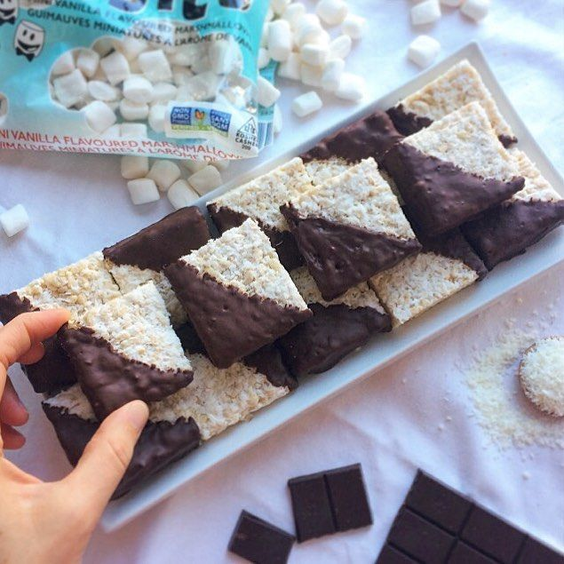 Chocolate Dipped Coconut Rice Crispy Squares Picked up some @mydandies gelatine free marshmallows from @naturesfaremarkets to make these tasty GF/V treats! With a little creativity you can make plantbased versions of so many of your favourite recipes! The recipe for these little guys is in the comments below ⬇️. Hope you all have a great weekend! 💗 Thanks @naturesfaremarkets!!! www.mindful-morsels.com @mindfulmorsels #mindfulmorsels #plantbased #vegan #glutenfree #glutenfreevegan…