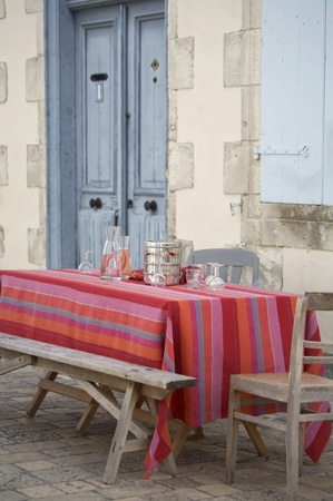 French picnic. Artiga tablecloth and napkin.
