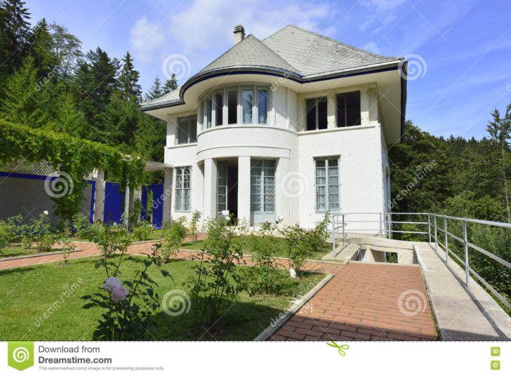 Interior Design De Le Corbusier Side View Of Maison Blanche By Le Corbusier Chaux Fonds First House Neuchatel Canape Tabouret Avec Dossier Meuble Lavabo Maison