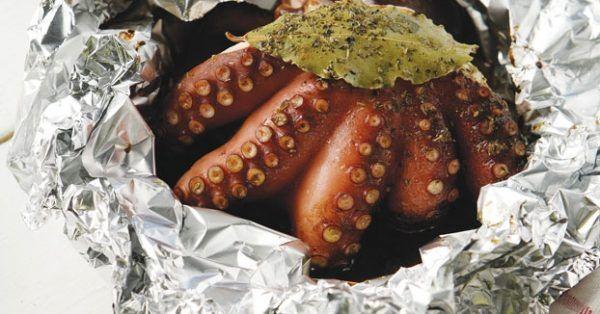 Χταπόδι ξυδάτο στο αλουμινόχαρτο από την Αργυρώ Μπαρμπαρίγου | Πεντανόστιμη και πολύ απλή συνταγή για το αγαπημένο μας χταπόδι με συγκλονιστική γεύση!