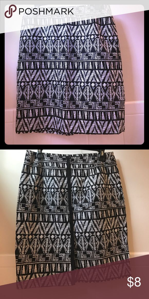 Tribal print skirt Cynthia Rowley black & white, slim fit, tribal print skirt. Size 4. Cynthia Rowley Skirts Midi