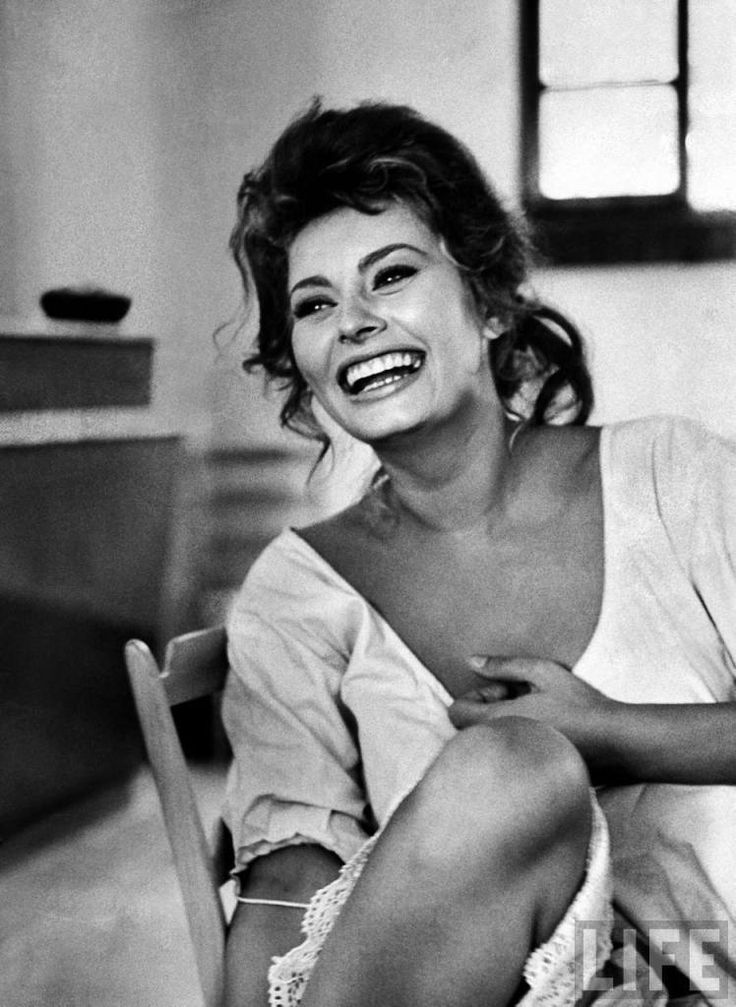 see how this picture just makes you smile?   Alfred Eisenstaedt, Portrait of Sophia Loren, 1961