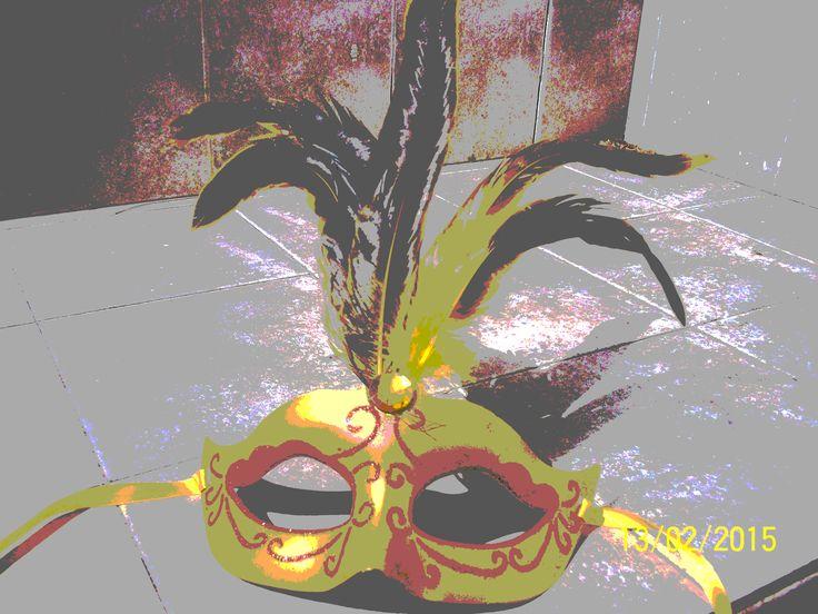 Representa el carnaval. Se aplicó en esta fotografía capa de máscara.