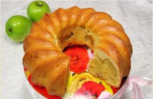 Tulband Appeltaart ( misschien appelstukjes mengen met bruine suiker/ speculaaskruiden of kaneel? De foto ziet er heel anders uit dan recept op de site)