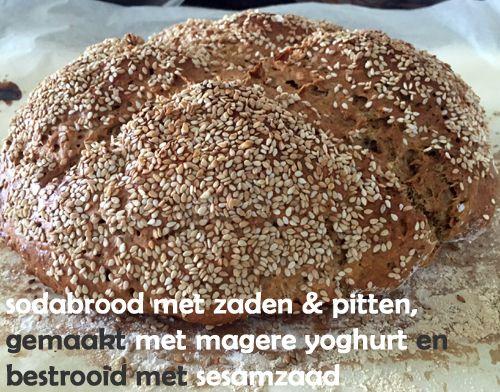 #Sodabrood gemaakt met magere yoghurt, #speltmeel, #havermoutmeel, speltbloem en #havermout en gevuld met zonnebloempitten, pompoenpitten, lijnzaad en chiazaad; bestrooid met sesamzaad. Gezond, makkelijk en snel klaar.