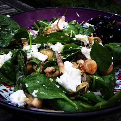 Spinaziesalade met geitenkaas en gegrilde champignons & courgette