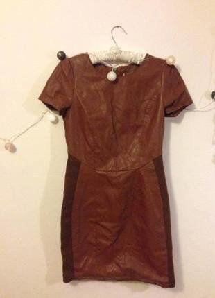 Brązowa sukienka poliuretan
