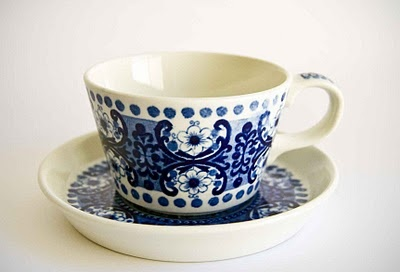 Arabia Finland cup (from the Ali range designed by Raija Uosikkinen), my cups are footed