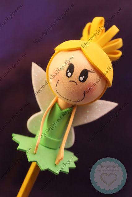 Fofulápiz de princesa Disney Campanilla, ideal para regalo de todas aquellas que siempre les gustó la película de Peter Pan y nunca quisieron crecer. Con sus alas, su vestido de hoja, y su moño rubio.Todos mis fofulápices están registrados y está prohibida su copia. http://topfofuchas.blogspot.com.es/2014/01/fofulapiz-princesa-disney-campanilla.html