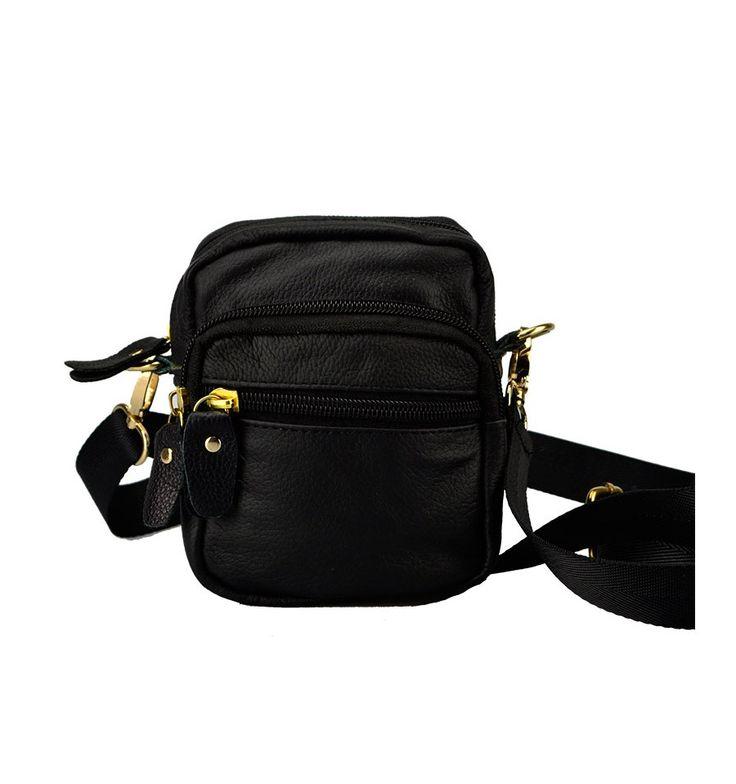 Lille praktisk taske fra Yuqilin i sort kalveskind med lang rem.