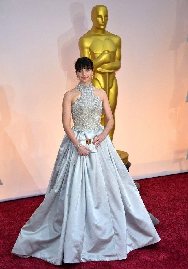 Felicity Jones una princesa moderna de Alexander McQueen en los Oscar 2015
