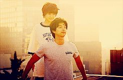 5 ways to tell if he loves you according to K-dramas ::  2. He will give you a piggyback ride