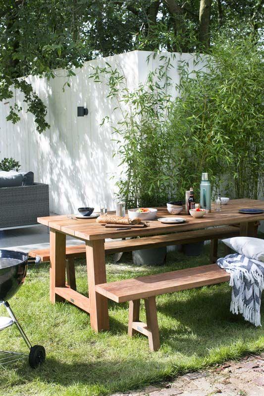 KARWEI | Fijne tuintafel en bank waar het hele gezin aan past.