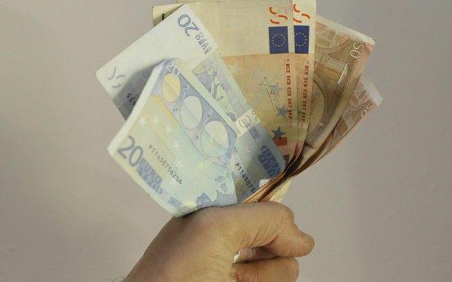 Απατεώνες εμφανίζονται ως φίλοι πολιτικών και αποσπούν χρήματα από πολίτες