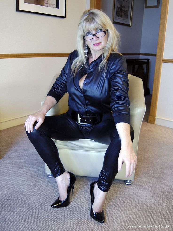 Wife in leather fetish