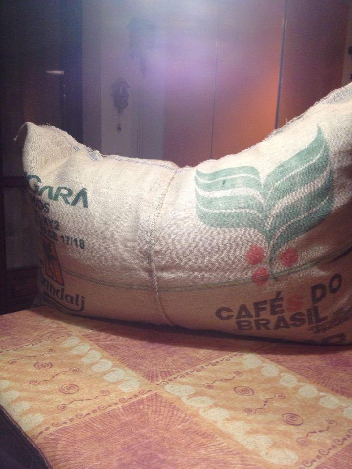 Poltrona sacco in Juta con sacchi provenienti dal trasporto dei chicchi di caffè!