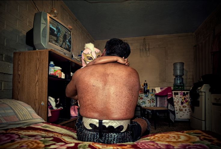 """Photographer Jorge Luis Chavarría documents the struggles professional wrestlers in Guatemala face through his """"Lucha Diaria"""" series."""