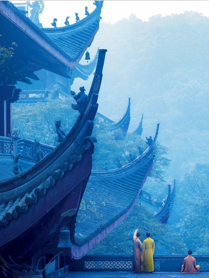 One Day Hiking Tour with Longjing Tea Tasting in Hangzhou http://absolutechinatours.com.au/longjing-ninebendstream-hangzhou.html