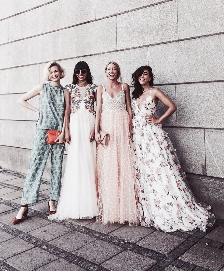 Could these girls be any more stylish? We LOVE those gorgeous gowns.