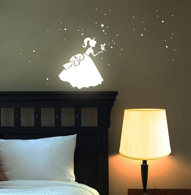 Fresh Wandtattoos Wandtattoo Prinzessin Cinderella fluoreszierend ein Designerst ck von IlkaParey bei DaWanda