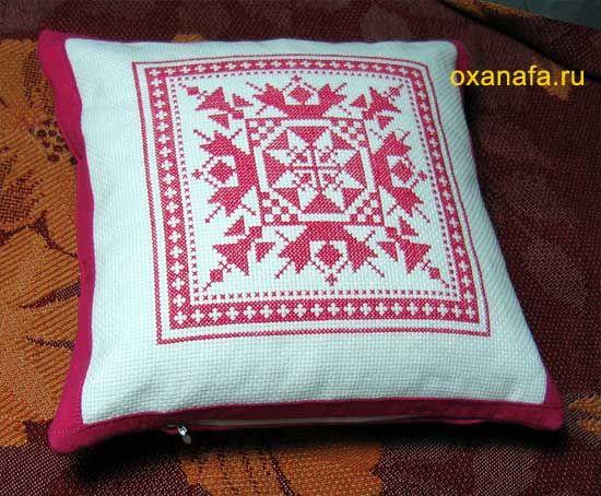 Padrão russo ponto cruz para um travesseiro. Como a bordar e costurar travesseiro com o russo ornamento / Oficina
