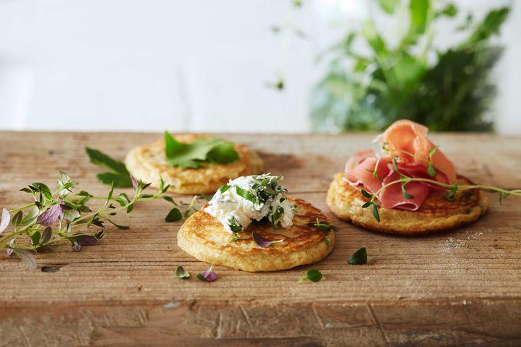 Oppskrift på lapper eller sveler med Kefir. Disse luftige urtesvelene er supergode til frokost, lunsj eller som kveldsmat. Server lappene med cott...